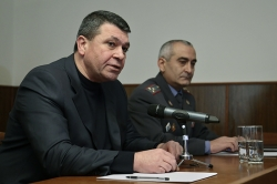 Police Chief Vladimir Gasparyan holds working conference at Ararat Marz Department and then meets with the administration of Ararat marz