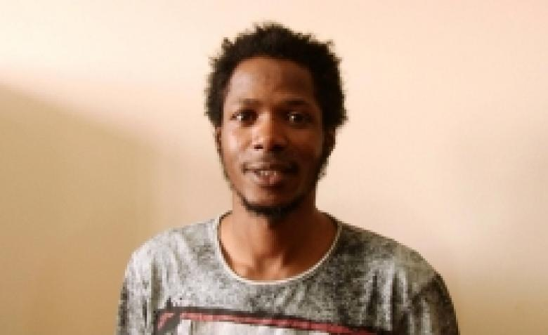 Guinean man detained after attacking and robbing an Omani citizen (VIDEO and PHOTOS)